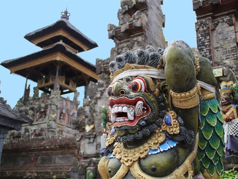 bali tempel urlauber